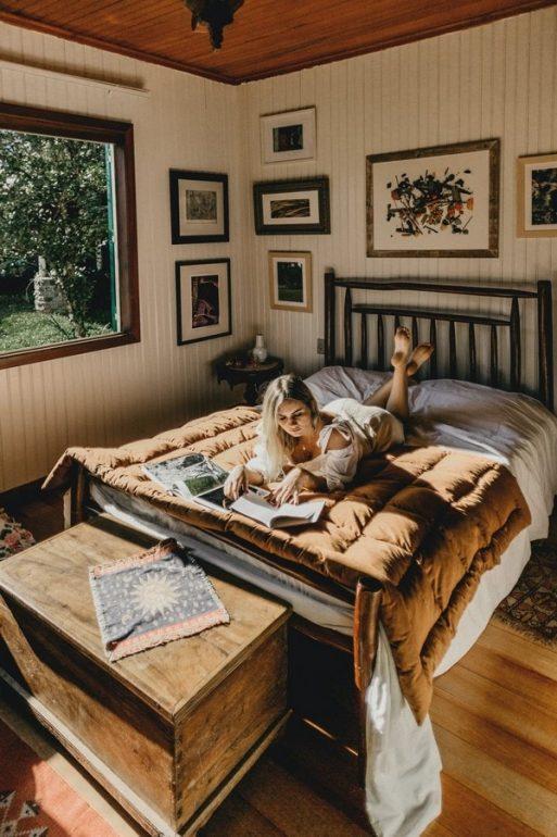 earth-tones-bedroom-minimalist