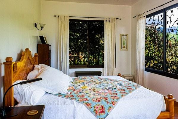 feminine-furniture-bedroom