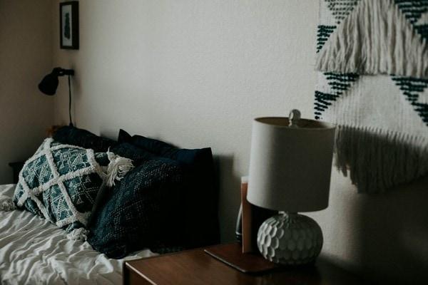 wall-hangings-minimal-bedroom